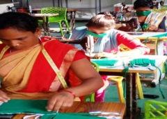 महिलाएं तैयार कर रही है सस्ते दर पर मास्क और सेनेटाईजर